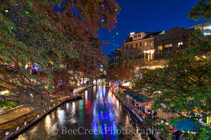Christmas, Riverwalk, San Antonio, festive, festivities, holdiay, lights, music, restautants, river boat trail, singing, San Antonio Christmas Festivities