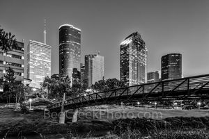 Houston, bagby to sabine, promenade, bridge, downtown, skyline, black and white, BW, pedestrian bridges, america, cityscapes, Wells Fargo, Heritage Plaza, stock bridge photos, stock bridge pictures, i
