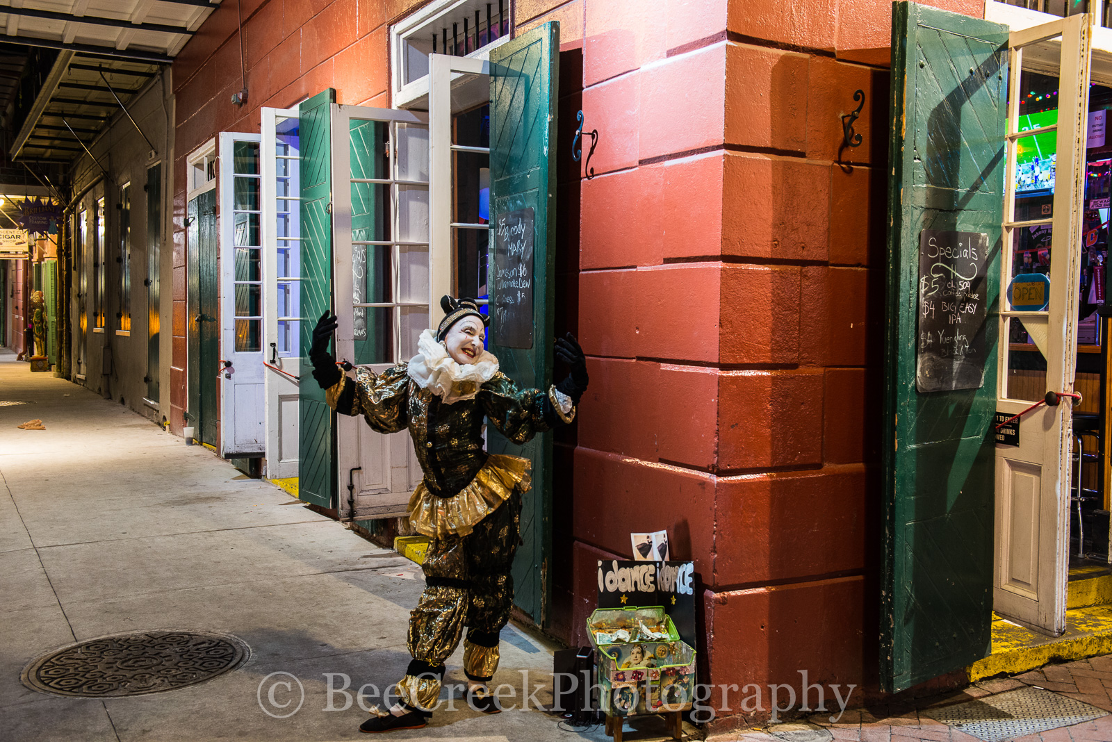 Bourbon Street Mime,  Bourbon Street, French Quarter, city, dance, lifestyle, mime, people, street scene, night, , New Orleans cityscapes, photo