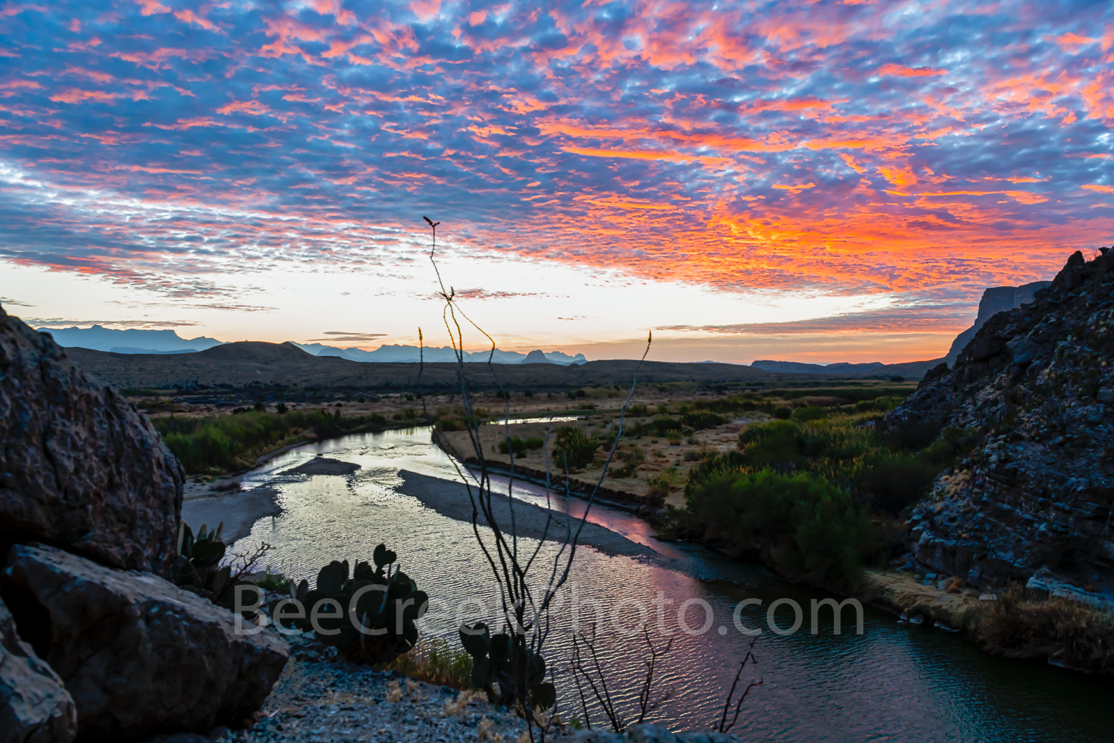 Santa Elena Canyon, sunrise, rays, Big Bend National Park, Rio Grande river, down stream, gulf, Mexico, Texas landscape, landscape, Big Bend, texan, texas, Chihuahuan Desert, cactus, cacti