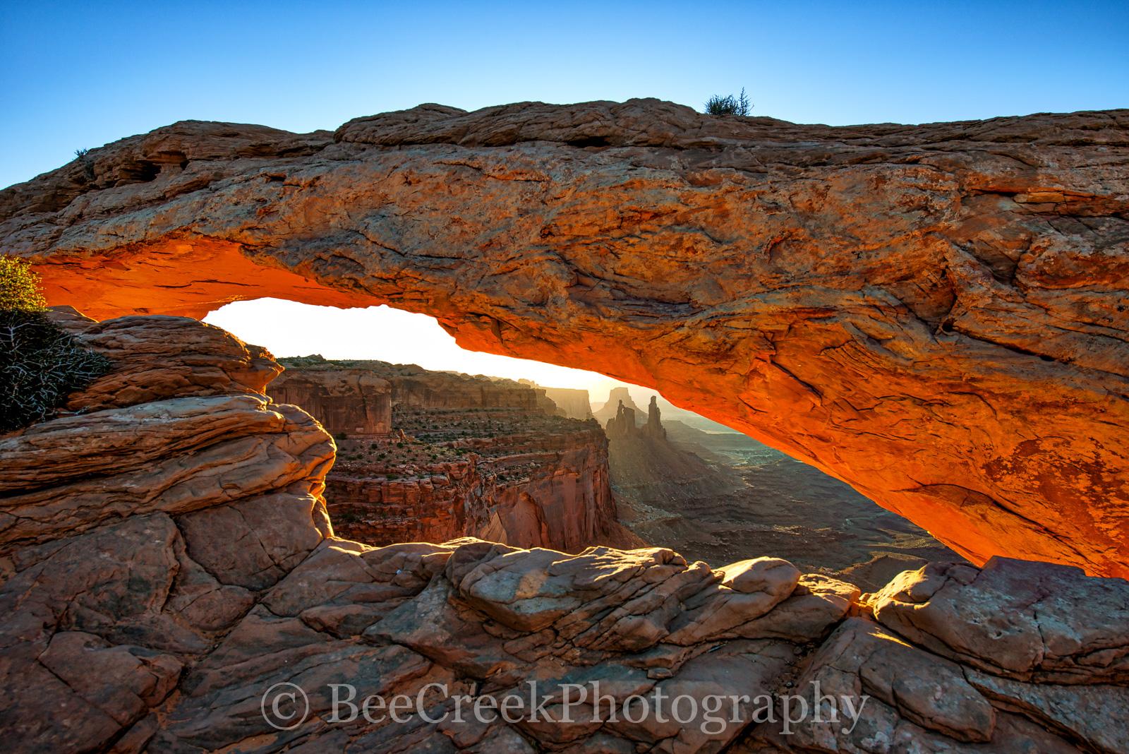 Mesa Arch, arch, canyon land national park, image of mesa arch, moab, moab ut, photos of canyon land national park, photos of mesa arch, picture of mesa arch, sun rise, utah, photo
