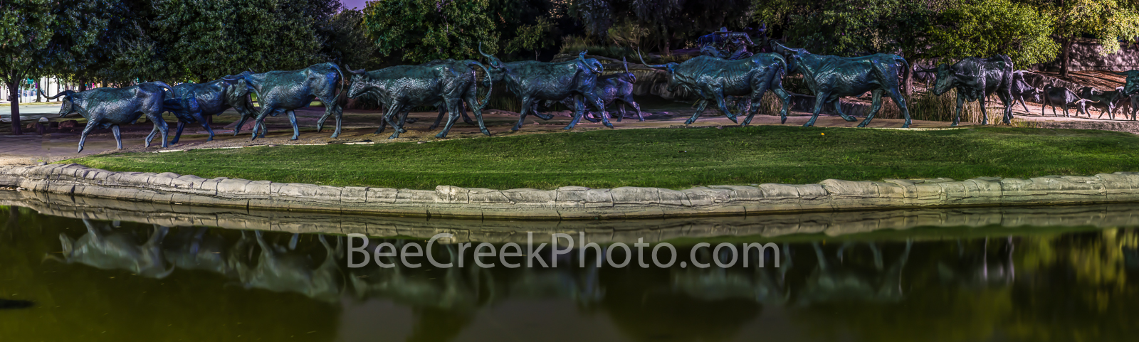 Dallas, Pioneer Plaza Park, downtown dallas, reflections, cattle drive, pioneer park, pioneer plaza, water, longhorns, longhorn, art scuplture,, photo