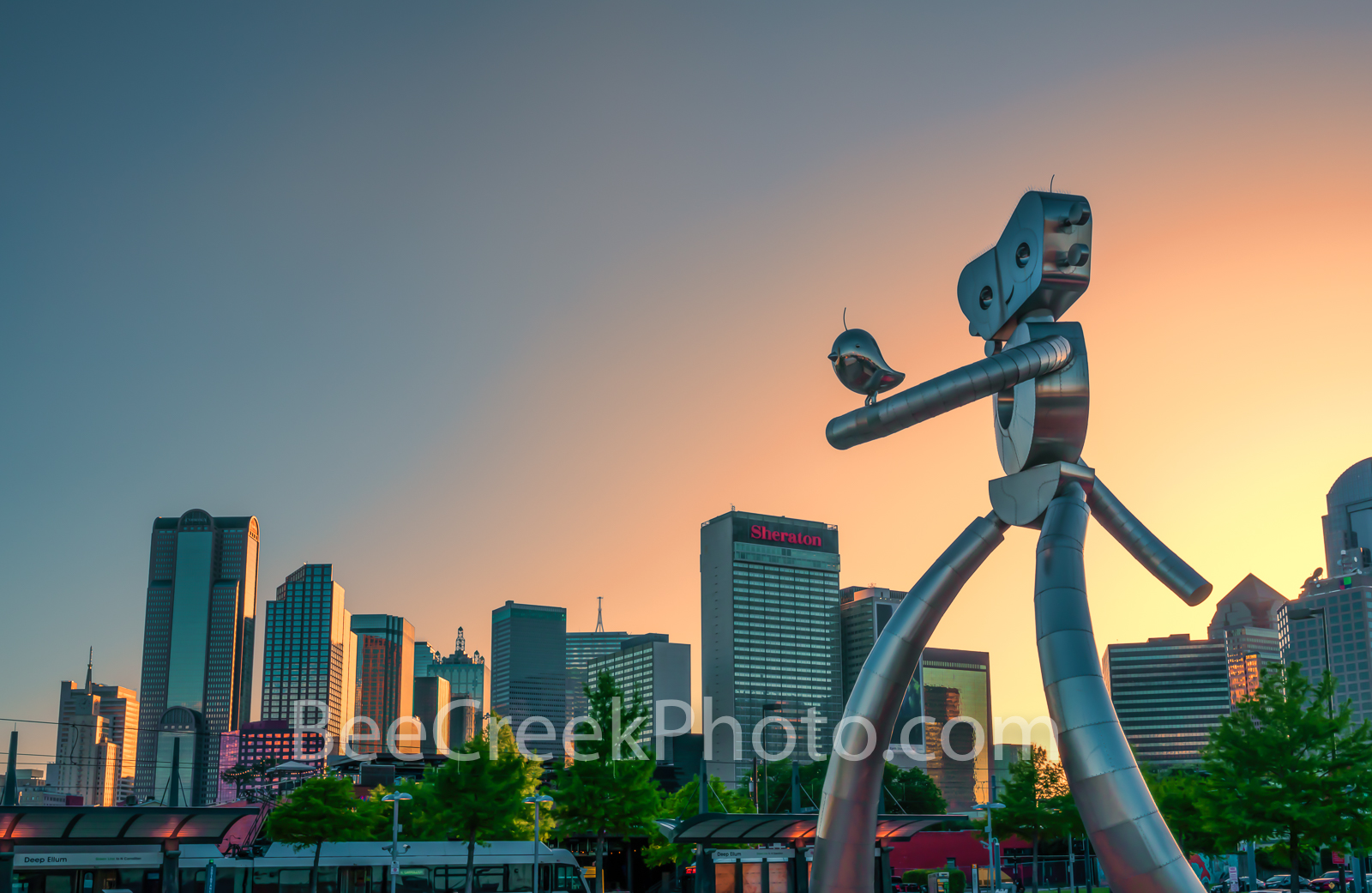 Dallas skyline, traveling man, dallas, skyline, sunset, train, mass transit, scuplture, robot, strolling, bird, birds, Deep Ellum, cityscape, cityscapes, images of dallas, photos of dallas, pictures o, photo