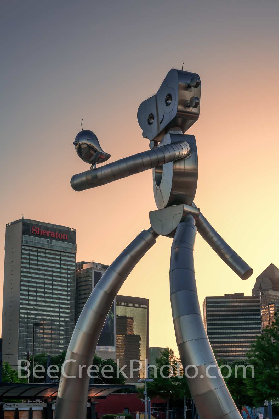 Dallas, traveling man, sunset, vertical, skyline, train, mass transit, scuplture, robot, stainless steel, rivets, guitar, music, strolling, Deep Ellum, cityscape, cityscapes, images of dallas, photos , photo