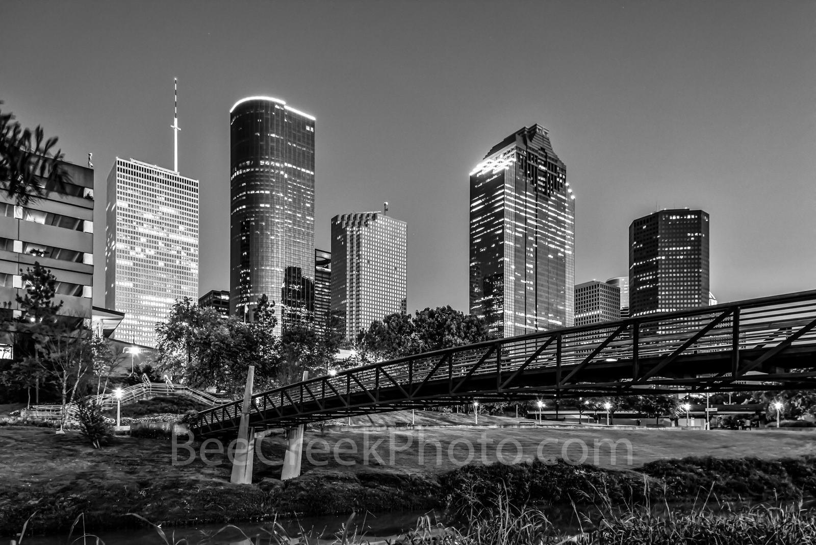 Houston, bagby to sabine, promenade, bridge, downtown, skyline, black and white, BW, pedestrian bridges, america, cityscapes, Wells Fargo, Heritage Plaza, stock bridge photos, stock bridge pictures, i, photo