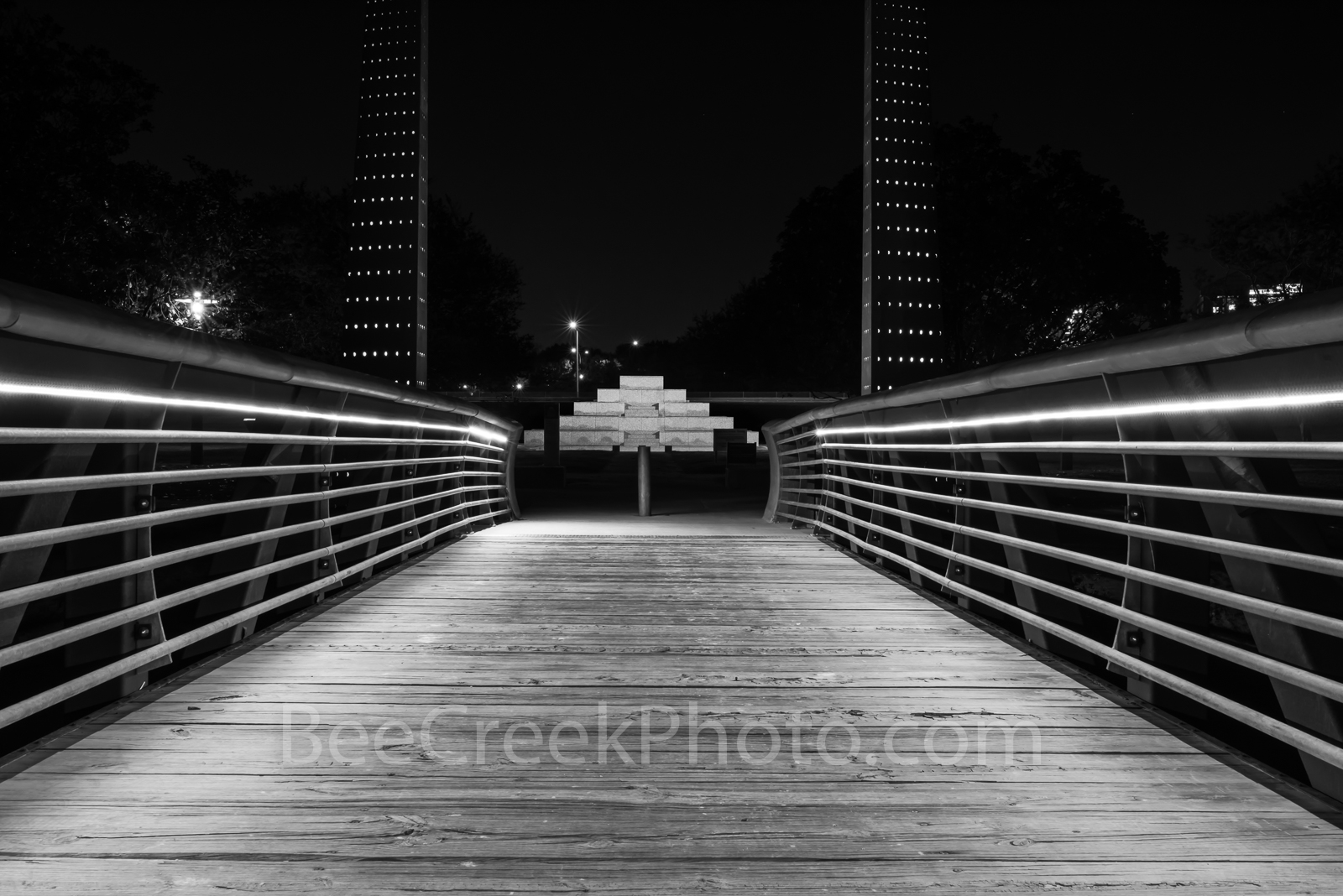 Houston, Crruth Pedestrian bridge, Houston Police Memorial, park, black and white, bw,, photo
