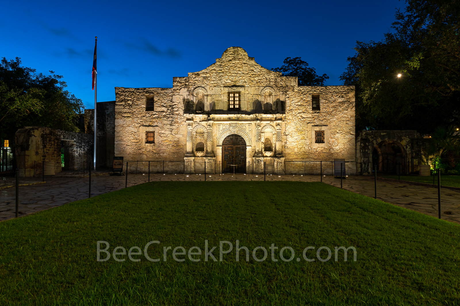 Texas Alamo, San Antonio, Alamo, historic, history, landmark, twilight, downtown, city, mission, missions, Santa Anna, mexico, tourist, travel, Texas independence,, photo