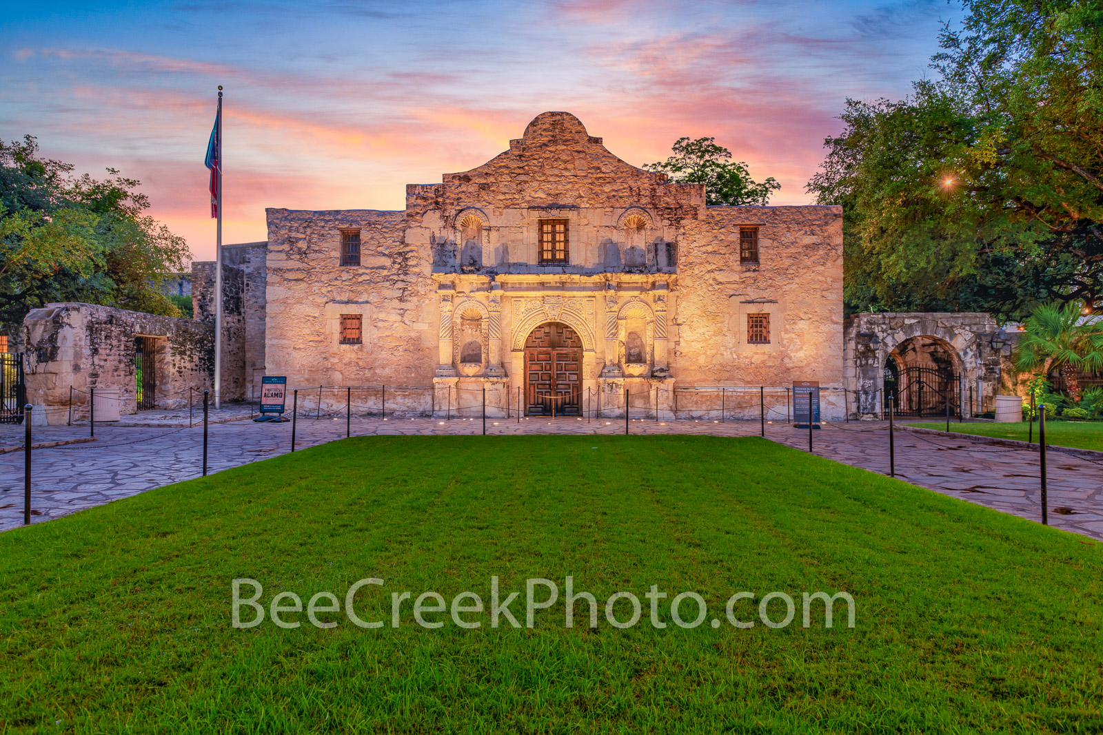 The Alamo at Sunrise, Alamo, The alamo, sunrise, San Antonio, texas,  San Antonio Missions National Historical Park., world heritage site, history, landmark, downtown, city, missions, Santa Anna, mexi