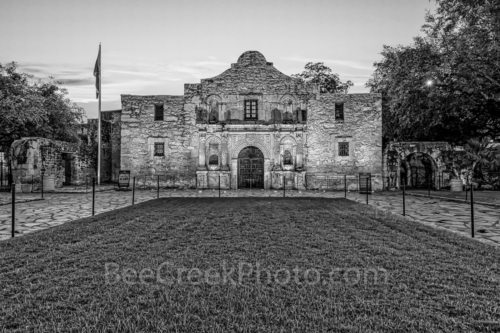 Texas Alamo in BW, black and white, BW, San Antonio, Alamo, San Antonio Missions National Historical Park., world heritage site, history, 1936, landmark, downtown, city, missions, Santa Anna,  mexico,, photo