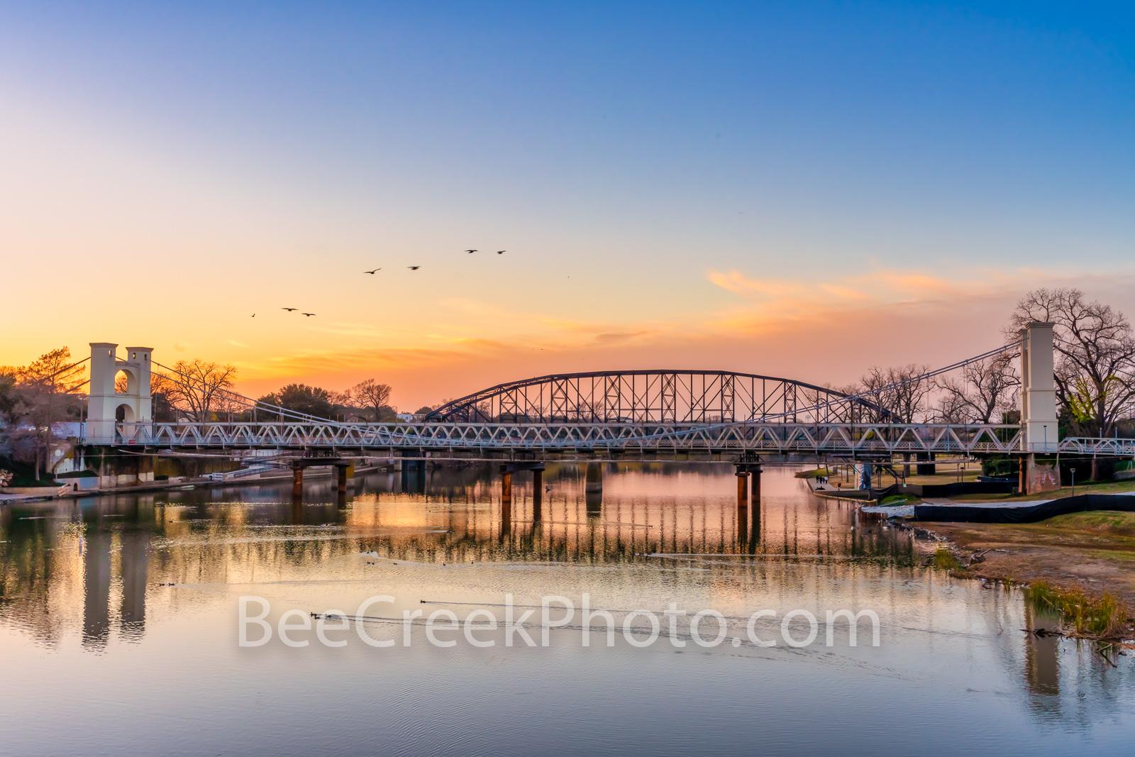 waco, downtown waco, waco texas, texas, city of waco, suspension bridge, historic bridge, historic suspension bridge, chisom trail, longhorns, sunset, sunrise, landmark, iconic, clouds, colorful, braz, photo